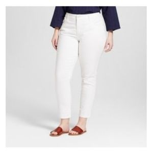 Universal Thread Size 22W White Skinny Jeans